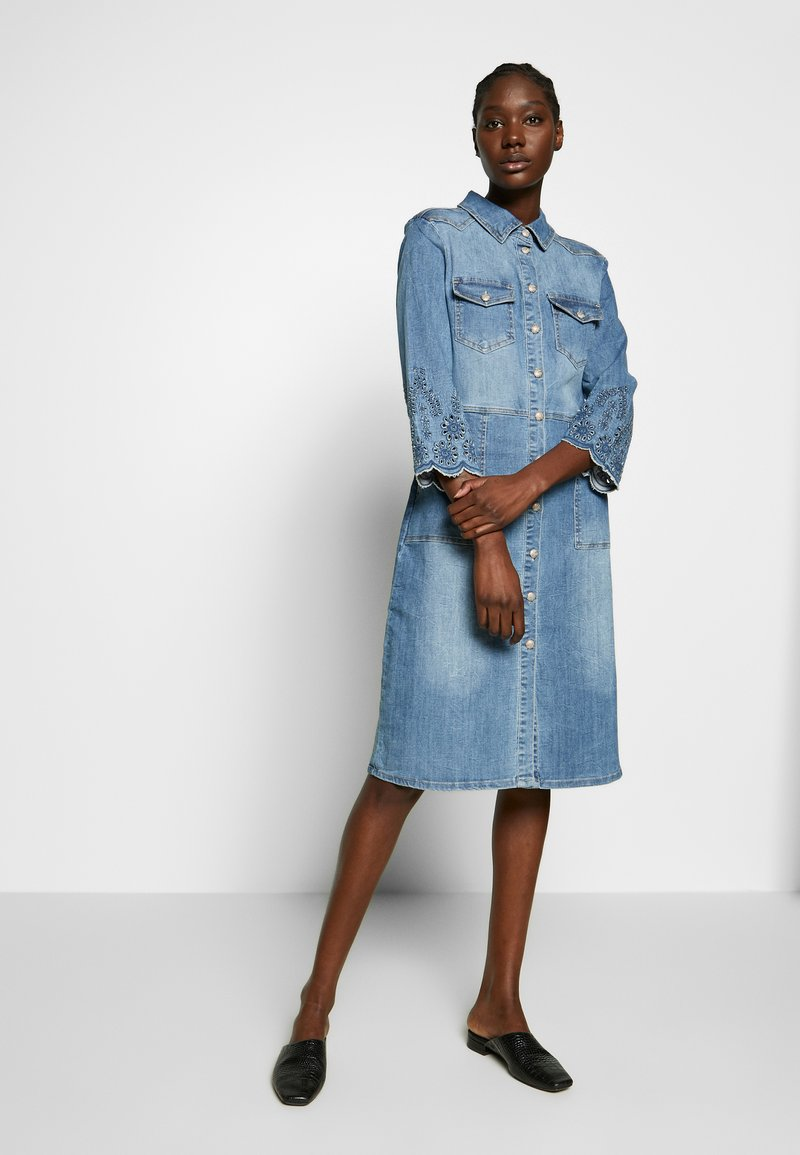 Cream - ROSITA DRESS - Denim dress - light blue denim