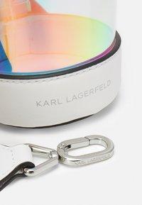 KARL LAGERFELD - LETTERS HOLOGRAM BOTTLE - Across body bag - iridescent - 3