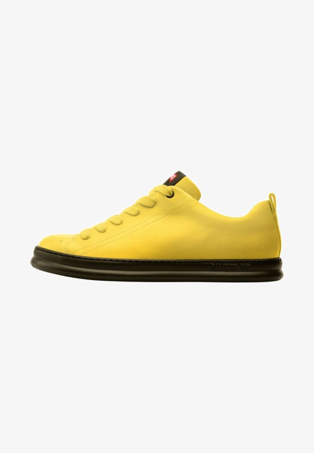 RUNNER FOUR - Sneakersy niskie - yellow