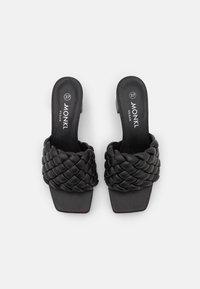 Monki - Pantofle na podpatku - black dark - 5