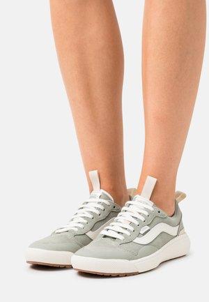 ULTRARANGE EXO - Sneakers laag - sea grass/marshmallow