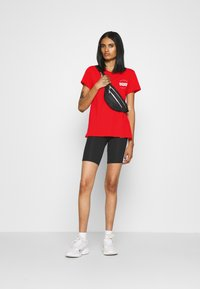 Levi's® - THE PERFECT TEE - T-shirts - poppy red - 1
