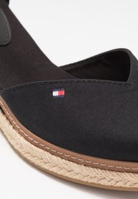 Tommy Hilfiger - BASIC CLOSED TOE MID WEDGE - Zeppe - black - 2