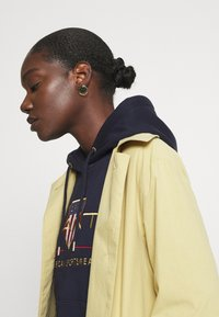 GANT - ARCHIVE SHIELD HOODIE - Jersey con capucha - evening blue - 3