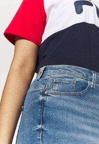 Vero Moda Curve - VMSOPHIA SKINNY JEANS - Jeans Skinny - light blue denim - 3