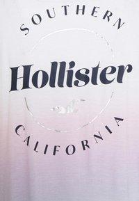 Hollister Co. - SSEASY CORE - Print T-shirt - wash - 5