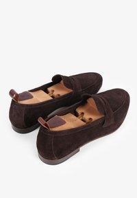 Scalpers - TRAVEL - Mokasyny - dark brown - 2