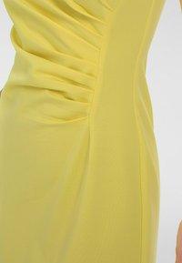 Apart - Robe fourreau - gelb - 4