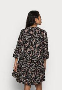 Vero Moda Petite - VMSIMPLY EASY SHORT DRESS - Denní šaty - black - 2