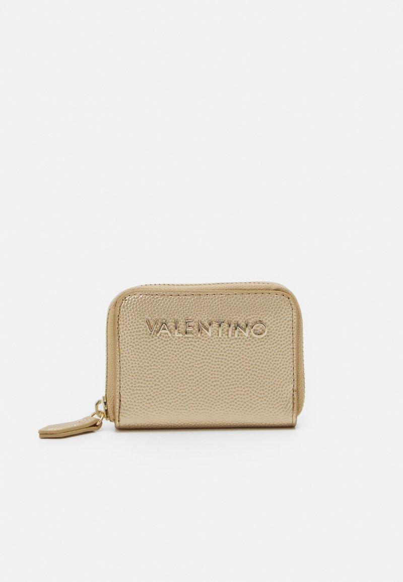 Valentino Bags - DIVINA - Portfel - oro
