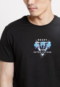 YOURTURN - Print T-shirt - black - 4