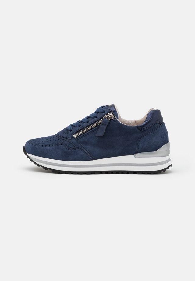 Sneakers laag - river/pazifik