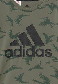 adidas Performance - UNISEX - Camiseta estampada - legacy green/black - 2
