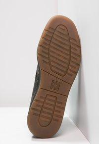 Dr. Martens - 1460 NEWTON - Lace-up ankle boots - black - 4