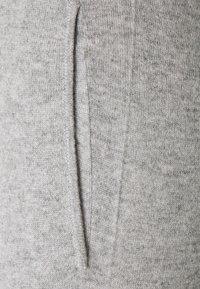 Davida Cashmere - PANTS POCKETS - Tracksuit bottoms - light grey - 2