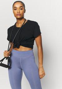 Varley - TILDEN  - T-shirt basic - black - 3