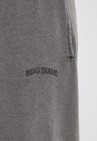 BDG Urban Outfitters - JOGGER PANT UNISEX - Tracksuit bottoms - washed black - 4