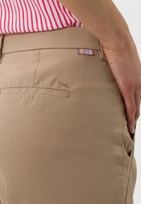BRAX - STYLE MAINE  - Trousers - brown - 4