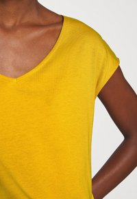 Anna Field - Basic T-shirt - golden yellow - 6