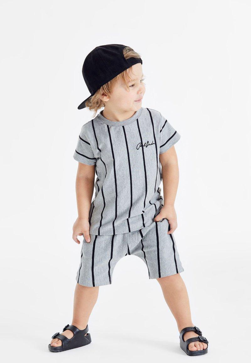 Next - SET - Shorts - grey