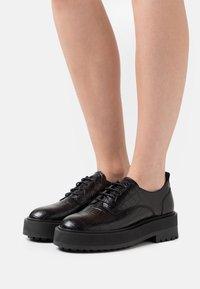 Zign - Chaussures à lacets - black - 0