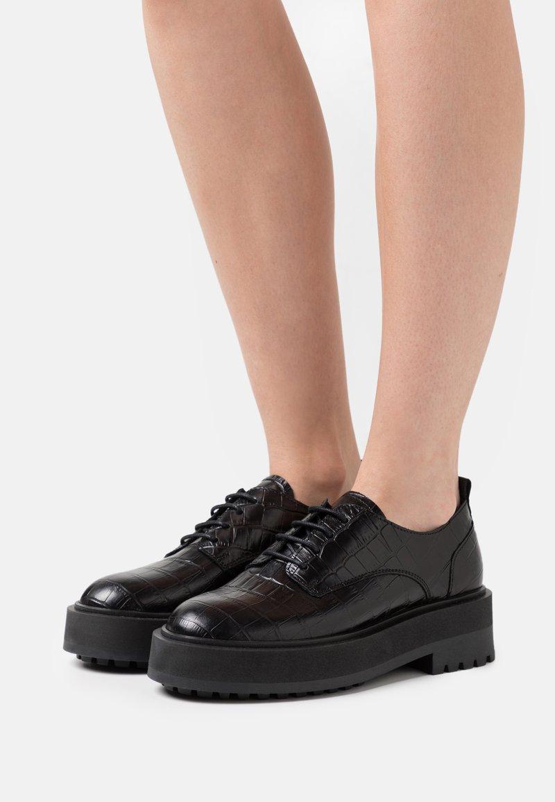 Zign - Chaussures à lacets - black