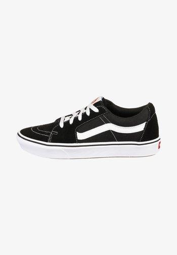 UA ComfyCush SK8-Low - Sneakers laag - black / true white