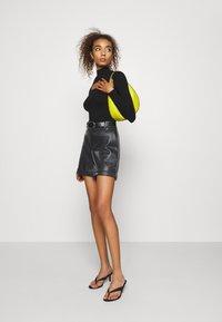 Vero Moda - VMLIA  - Shorts - black - 1