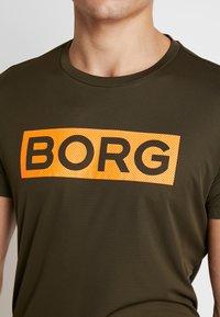 Björn Borg - TEE ATOS - T-shirt med print - forest night - 5