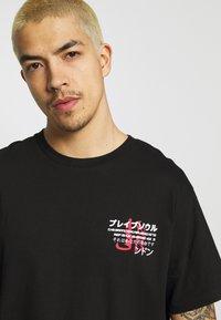 Brave Soul - FIRE - Print T-shirt - black - 3