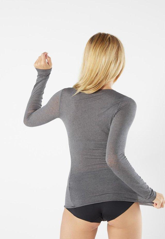 LANGARMSHIRT AUS CASHMERE ULTRALIGHT - Langærmede T-shirts - dark grey mel