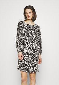 comma - Denní šaty - black - 0