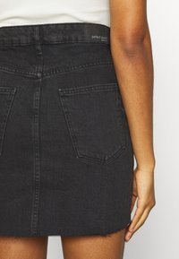 Gina Tricot - VINTAGE SKIRT - Denimová sukně - black denim - 3