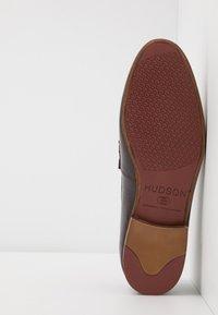 Hudson London - CALIBRO - Smart slip-ons - brown - 4