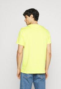 Lyle & Scott - PLAIN - T-shirt - bas - buttercup yellow - 2