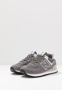 New Balance - ML574 - Zapatillas - dark grey - 2