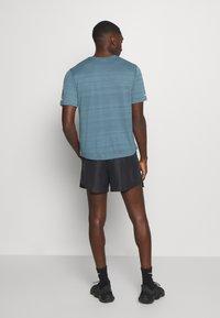 Nike Performance - Urheilushortsit - black/silver - 2