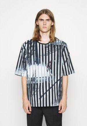 ROADSTER TEE - T-shirts med print - white/black