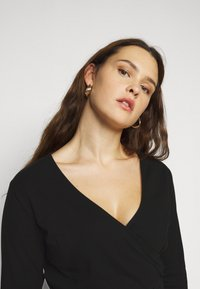 Even&Odd Curvy - Long sleeved top - black - 3