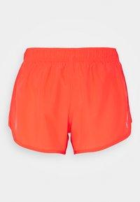 Nike Performance - TEMPO SHORT HI-CUT - Pantalón corto de deporte - bright crimson/reflective silver - 0