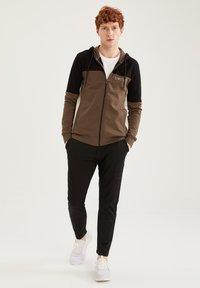 DeFacto Fit - Zip-up sweatshirt - khaki - 1