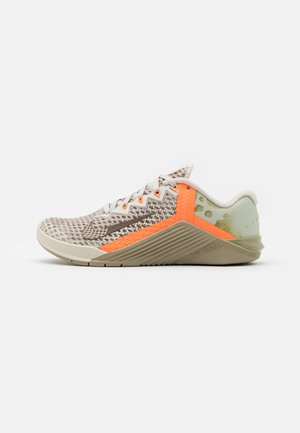 METCON 6 UNISEX - Treningssko - light bone/yukon brown/mystic stone/total orange