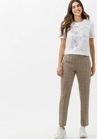 BRAX - STYLE CIRA - Print T-shirt - white - 1