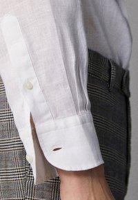 Massimo Dutti - IM REGULAR-FIT - Shirt - white - 5