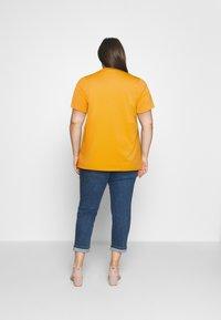 Selected Femme Curve - SLFPERFECT TEE BOX CUT - Jednoduché triko - citrus - 2