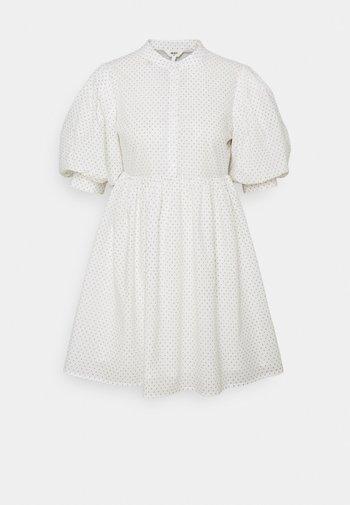 OBJLOUISE DRESS A FAIR - Robe d'été - cloud dancer