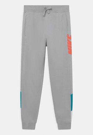 CORE AMPLIFY  - Teplákové kalhoty - wolf grey/aquamarine/white/turf orange