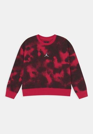 ESSENTIALS CREW - Sweatshirt - very berry