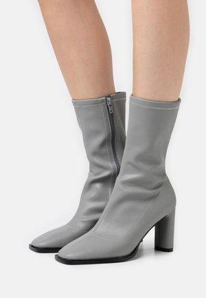 SQUARED TOE TIGHT SHAFT BOOTS - Vysoká obuv - grey