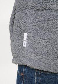 Common Kollectiv - BORG GILET UNISEX - Veste sans manches - grey - 5